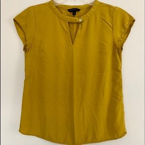 BANANA REPUBLIC XS cute mustard yellow rayon top
